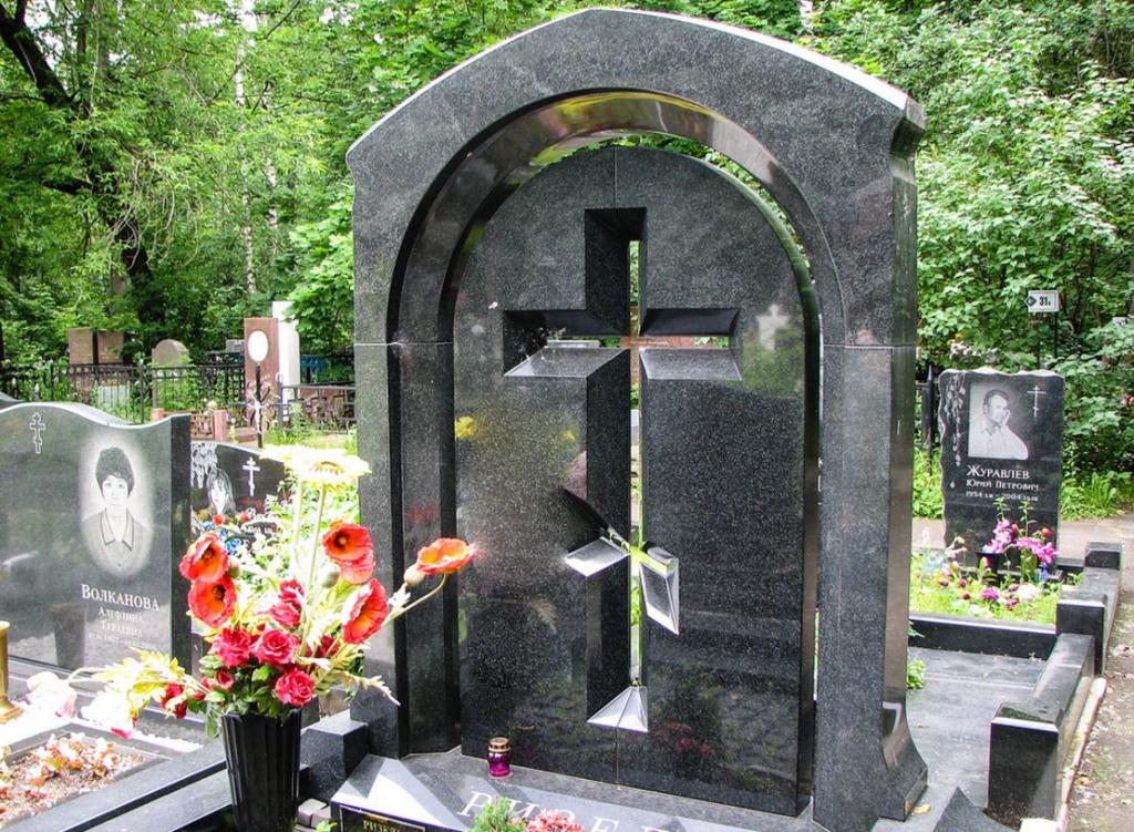 Памятник на могилу из гранита фото цена в тольятти памятник с крестом Плавск