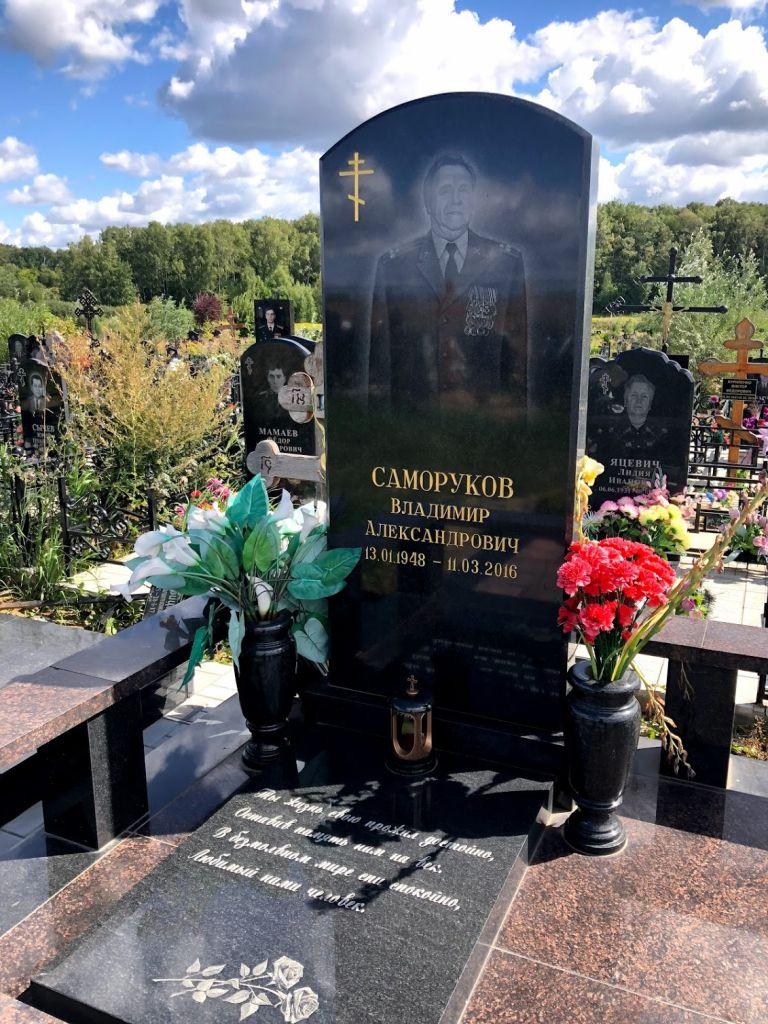 меня мало надгробные памятники офицерам фото суть