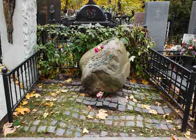 Купить памятник на кладбище Чистые пруды Эконом памятник Купола Нахимовский проспект